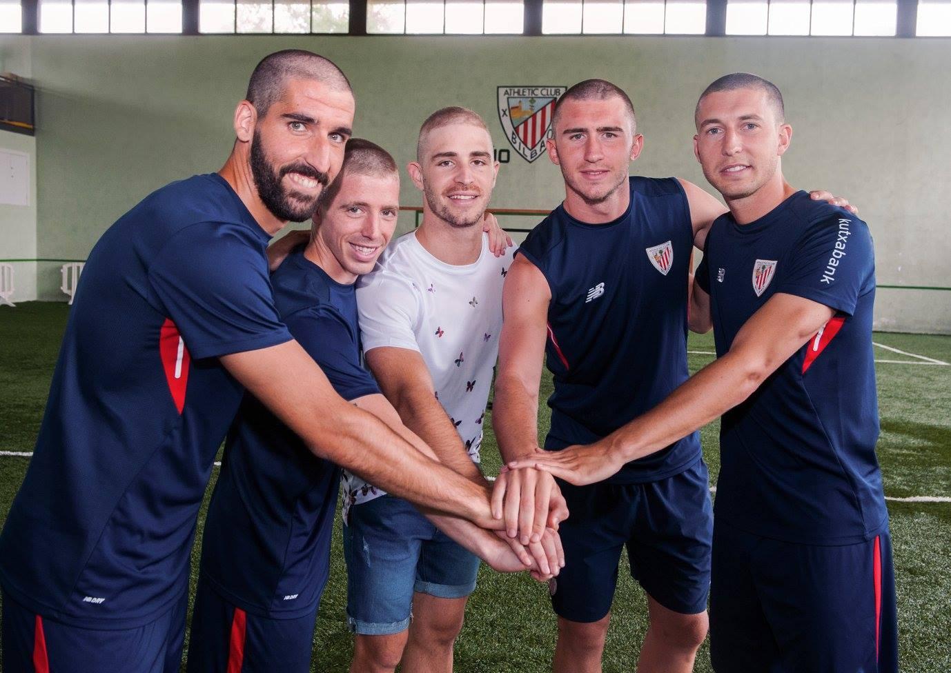 Athletic Bilbao: tutti rasati a fianco di Yeray Alvarez