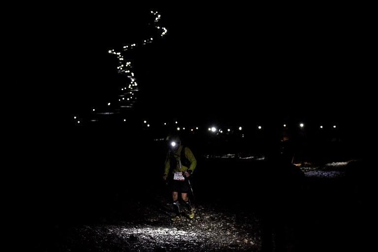 L'ultramaratona di Mont-Blanc, 170 km tra Francia, Italia e Svizzera regala anche momenti come questo (31 agosto)