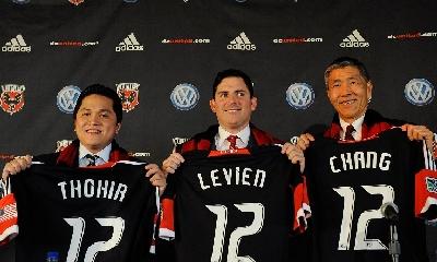 Erick Thohir con i soci del DC United, foto Afp