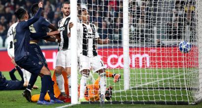 """Champions, Scholes e Hargreaves contro Szczesny: """"E' il punto debole della Juventus"""""""