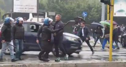 Furia Mihajlovic contro tifosi della Lazio che lo insultano: la Polizia lo blocca!
