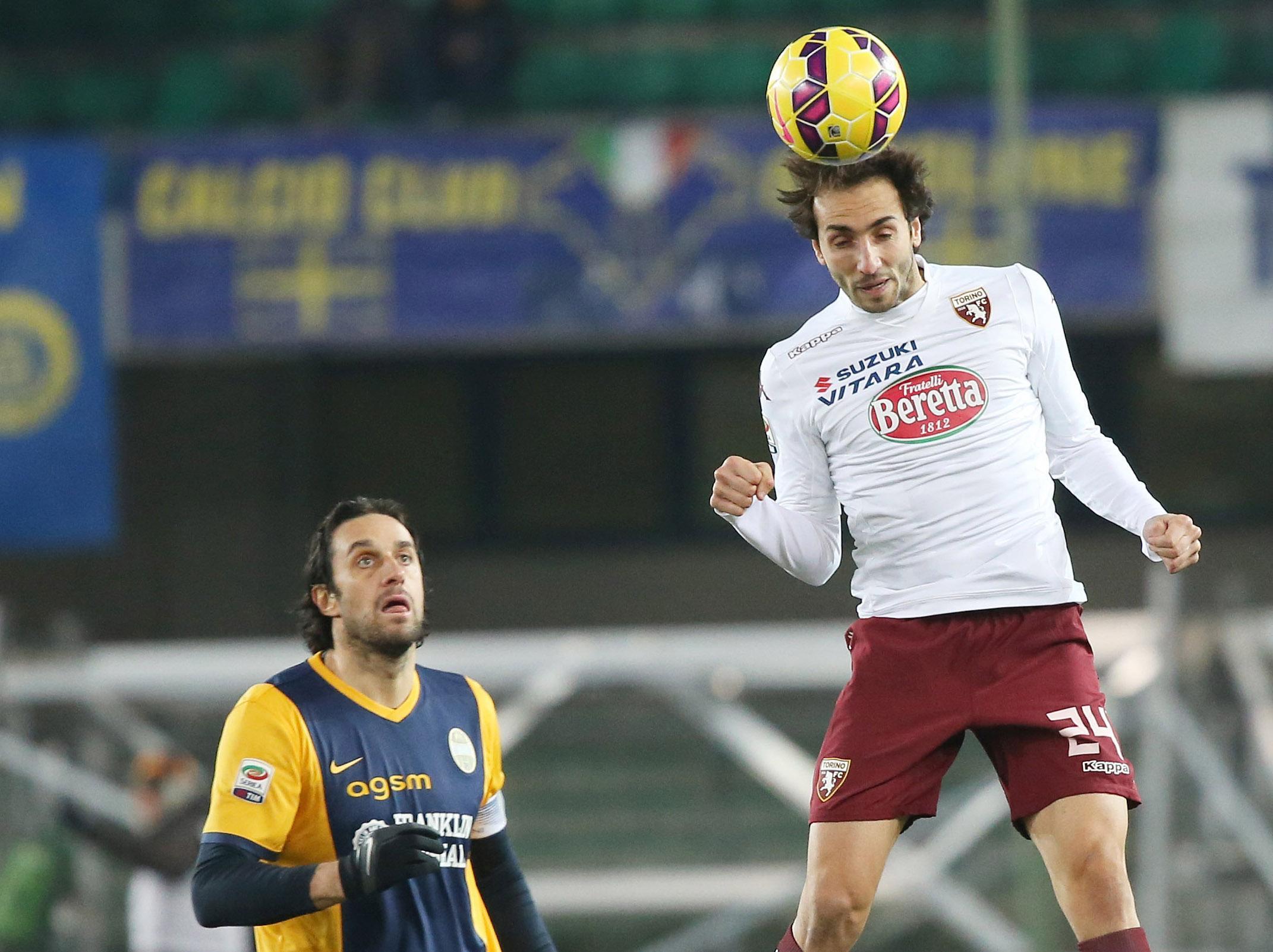 Nel primo anticipo della 22a giornata di Serie A, il Torino passa 3-1 al Bentegodi contro il Verona e ora mette nel mirino la zona Europa League. A sbloccare la gara è Martinez al 32'. La manovra dei veneti è prevedibile e il Toro raddoppia al 5' st con Quagliarella che realizza dagli 11 metri. Tardivo il gol di Toni (38' st), chiude El Kaddouri nel recupero. Per i granata è la 4a vittoria di fila, evento che non si verificava dal 1978.<br /><br />