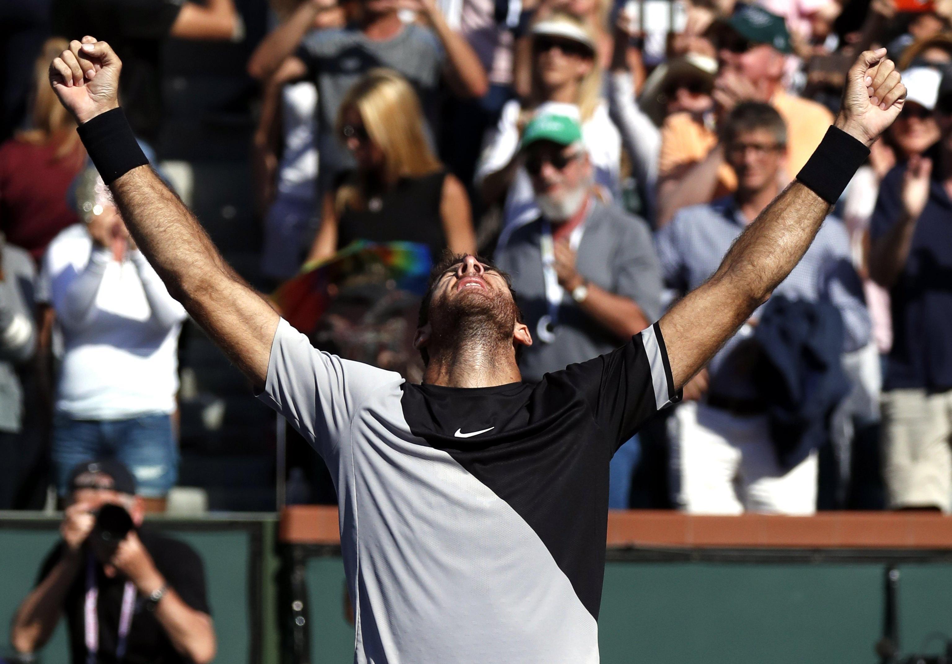Roger Federer si arrende a Juan Martin Del Potro nell'ultimo atto del 'BNP Paribas Open', primo Atp Masters 1000 della stagione in corso sui campi in cemento di Indian Wells, in California. L'argentino, numero 8 Atp e sesta testa di serie, si e' imposto sullo svizzero numero uno al mondo in tre set, con il punteggio di 6-4, 7-6, 6-7 in 2 ore e 42'. Per Federer prima sconfitta del 2018: la striscia di vittorie consecutive si ferma a 17.