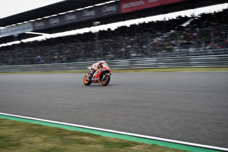 MotoGP, Marquez beffa Rossi e Dovizioso per la pole