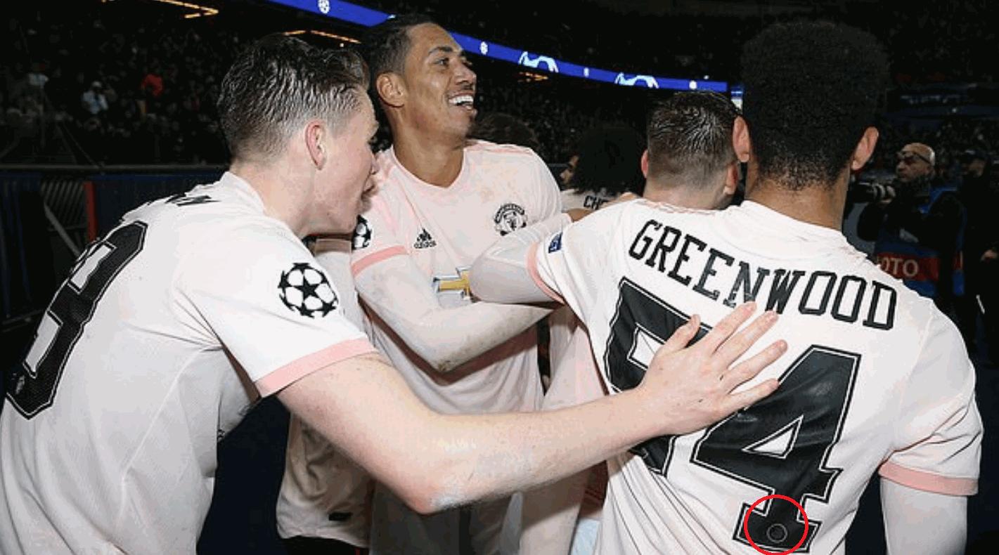 Manchester United, Greenwood con il logo del Psg