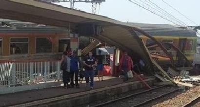 Parigi, deraglia treno: vittime