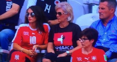 Albania-Svizzera: la mamma degli Xhaka in tribuna con una maglietta speciale