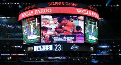 Nba: LeBron supera Jordan, ma i Lakers crollano ancora. Gli Spurs battono Atlanta