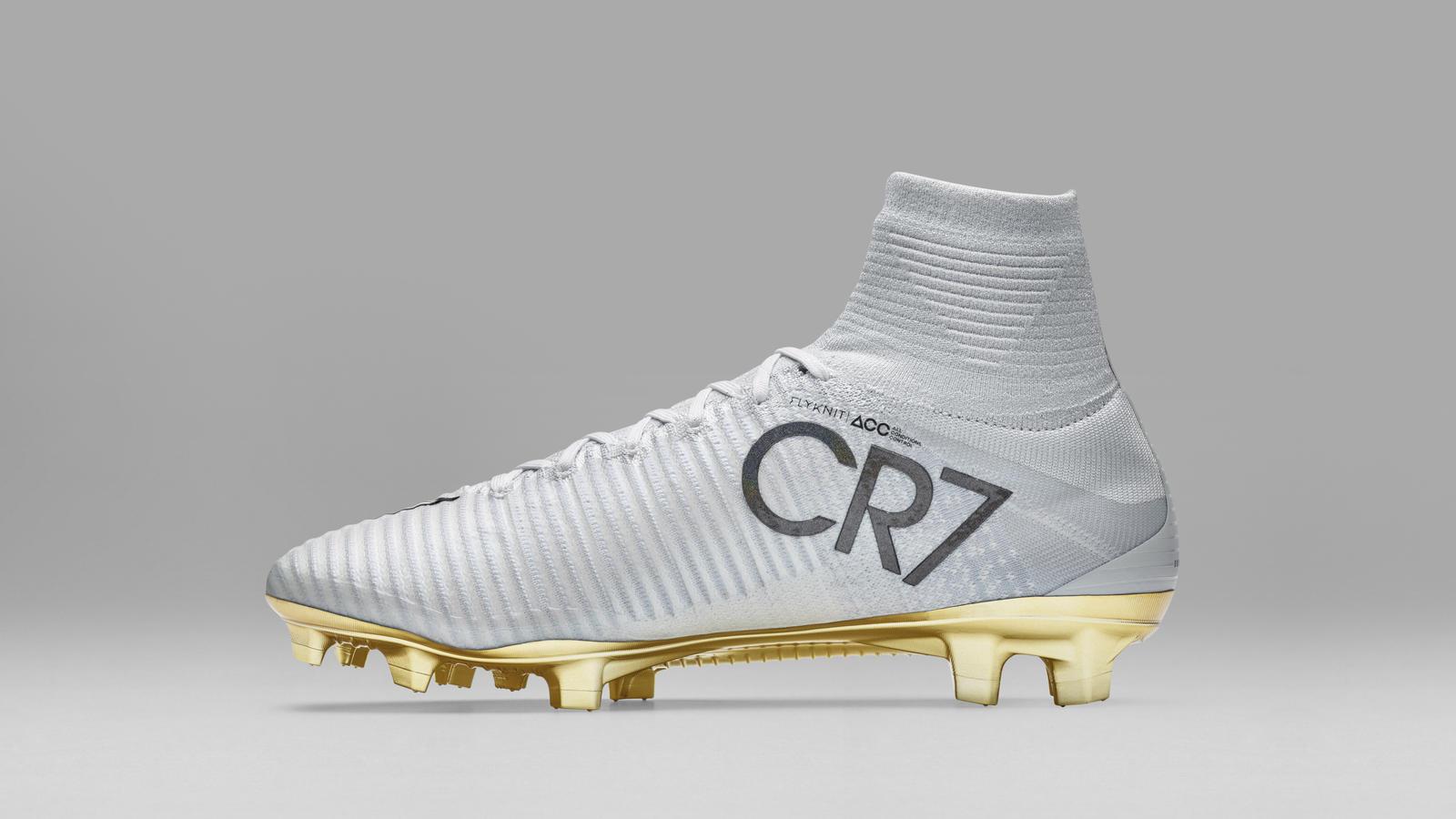 CR7, dopo il Pallone d'Oro ecco gli scarpini