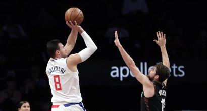 Basket, Nba: Belinelli vince il derby italiano con Gallinari, un mostruoso Harden prevale su LeBron