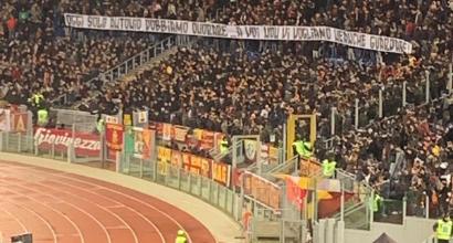 Roma, contestazione della Curva Sud durante la partita contro il Milan
