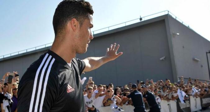 Juve, Cristiano Ronaldo è tornato dalle vacanze: delirio al J Medical