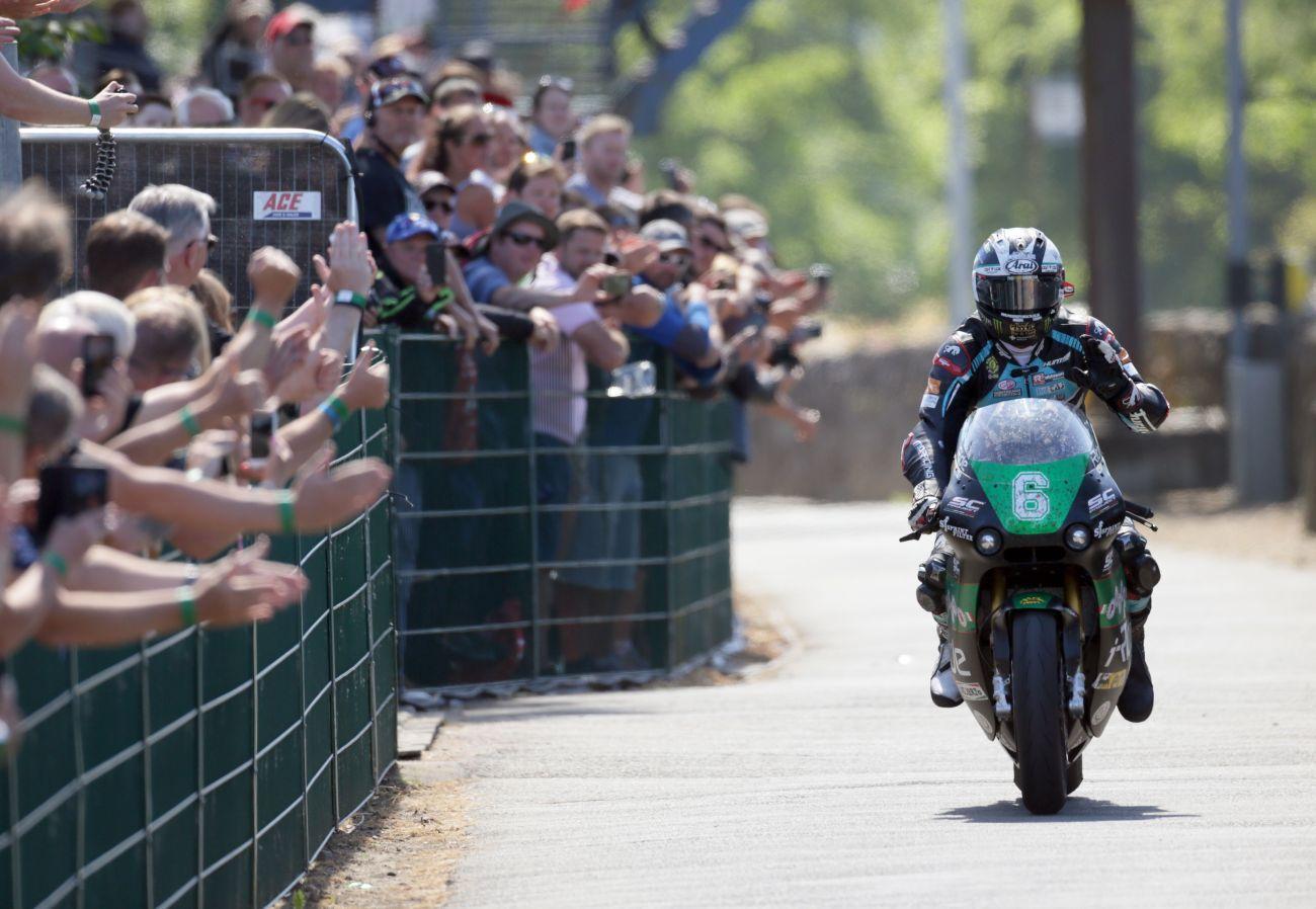 Tourist Trophy, la Paton vince con Dunlop