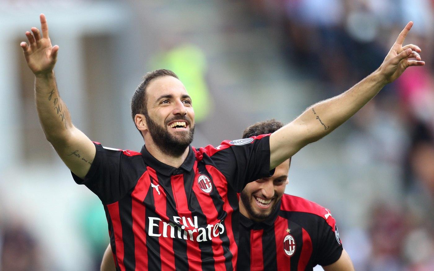 Vince e convince il  Milan  che nell'ottava giornata di Serie A ha battuto 3-1 il  Chievo  a San Siro. Protagonisti  Higuain  e Suso con l'argentino lucido a firmare una doppietta tra il 27' e il 34' sempre imbeccato dallo spagnolo, portando a sei il proprio bottino di reti in sette presenze in rossonero. Nella ripresa  Bonaventura  cala il tris al 56' con una deviazione di Rossettini. Di Pellissier il gol per i clivensi con un bell'esterno al 63'.
