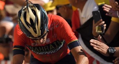 Tour de France, ecco chi ha abbattuto Nibali: il siciliano a terra per colpa di un tifoso<br />