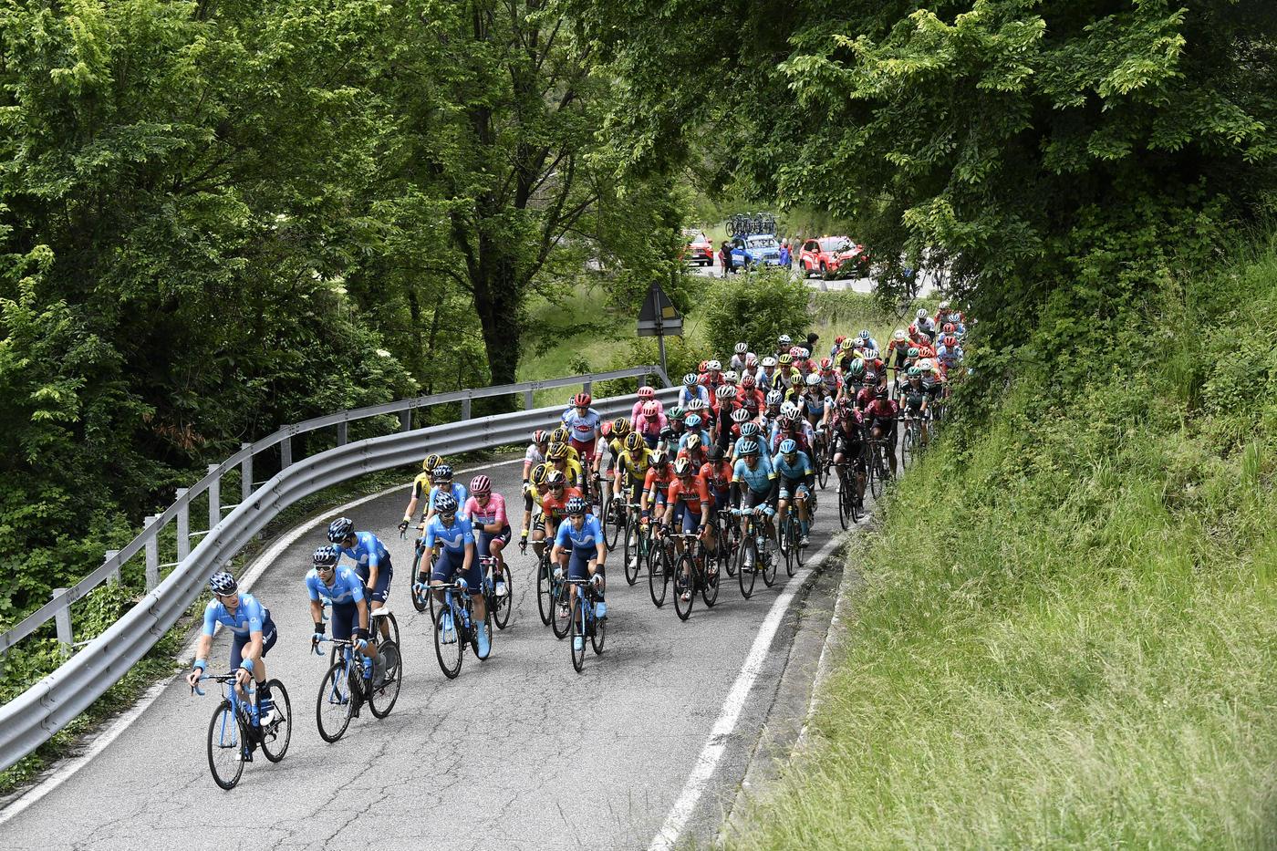 Giulio Ciccone ha vinto la 16.a tappa del 102° Giro d'Italia di ciclismo, da Lovere a Ponte di Legno, lunga 226 chilometri. Battuto in uno sprint a du...