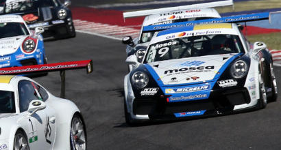 Porsche Carrera Cup Italia, incidente al Mugello: gamba fratturata per Tommaso Mosca
