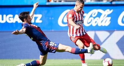 Liga: Barcellona ok con il minimo sforzo e si avvicina al titolo, l'Atletico passa nel finale a Eibar