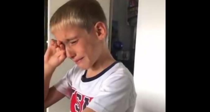 Inter, il figlio di Borja Valero rinuncia al regalo per fare beneficenza e scoppia a piangere