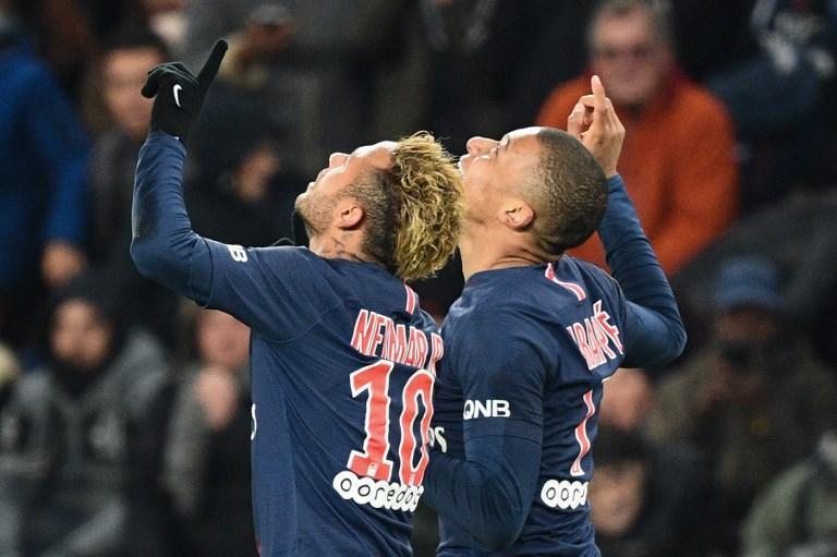 Neymar e Mbappé esultano dopo un gol del Psg contro il Lille (2 novembre)