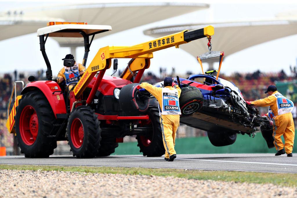 Il pilota della Toro Rosso si schianta contro un muro: illeso