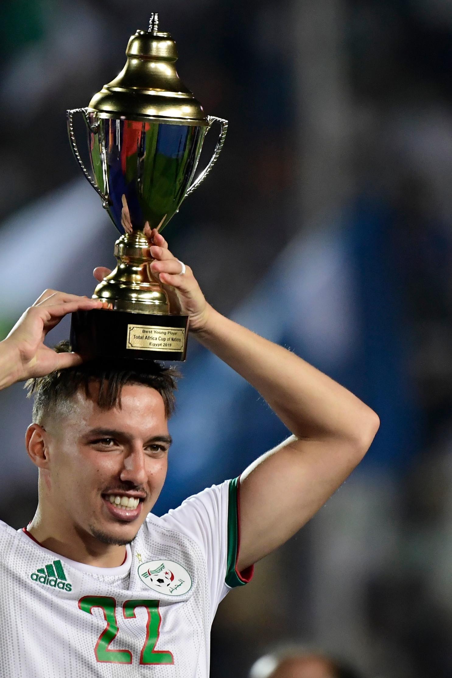 Un triplo trionfo in attesa dell'ufficializzazione del suo passaggio al Milan (la prossima settimana). Ismael Bennacer ha conquistato la Coppa d&#...