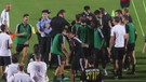 Entra l'invasore e Ronaldo salta sul poliziotto