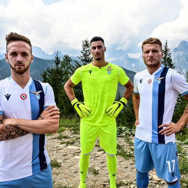 Lazio, presentata la nuova seconda maglia | Foto - Sportmediaset
