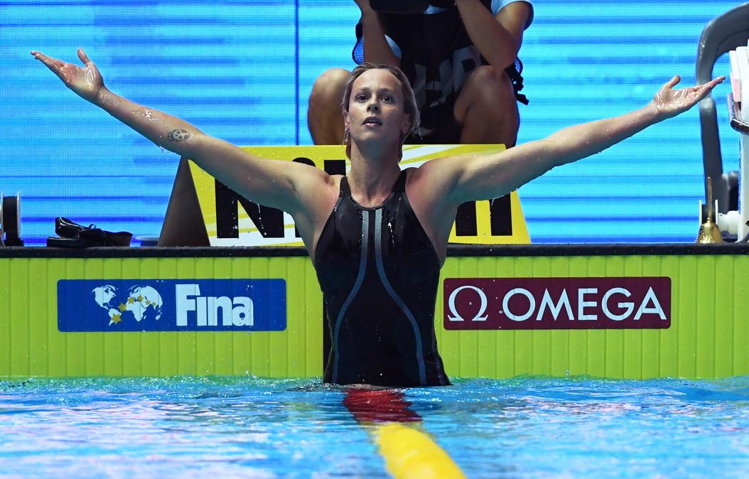 91d219b11f42 <br /> Nuoto: Federica Pellegrini nella leggenda, sesto oro mondiale.