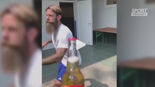 Moscardelli, bottlechallenge... con la barba