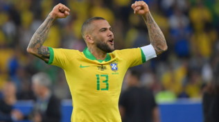 """Tre Fiori, offerta a Dani Alves: """"Ti aspettano buon calcio e piadina!"""""""