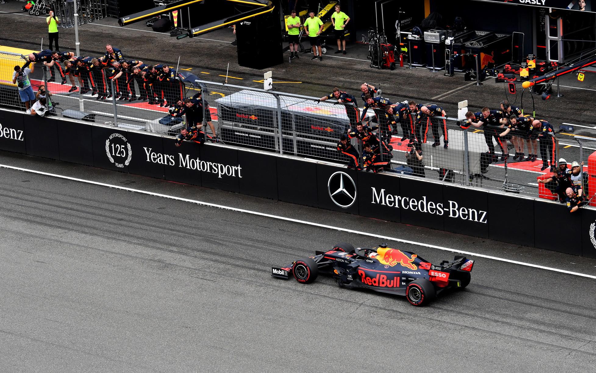 Il meteo regala una gara pazza:disastro Mercedes, Vettelsecondo, Leclerc out