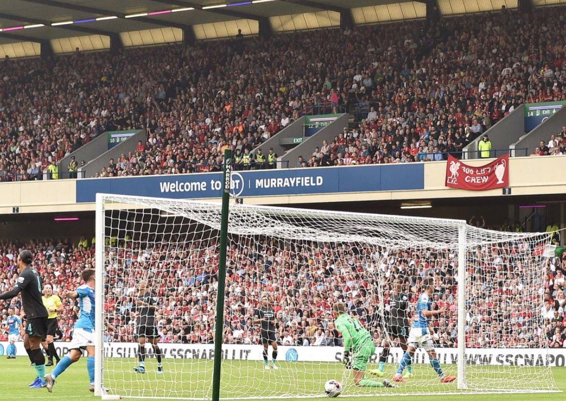 Grande prova di forza del Napoli di Ancelotti che a Edimburgo ha travolto 3-0 in amichevole i campioni d'Europa del Liverpool orfanidi Salah...