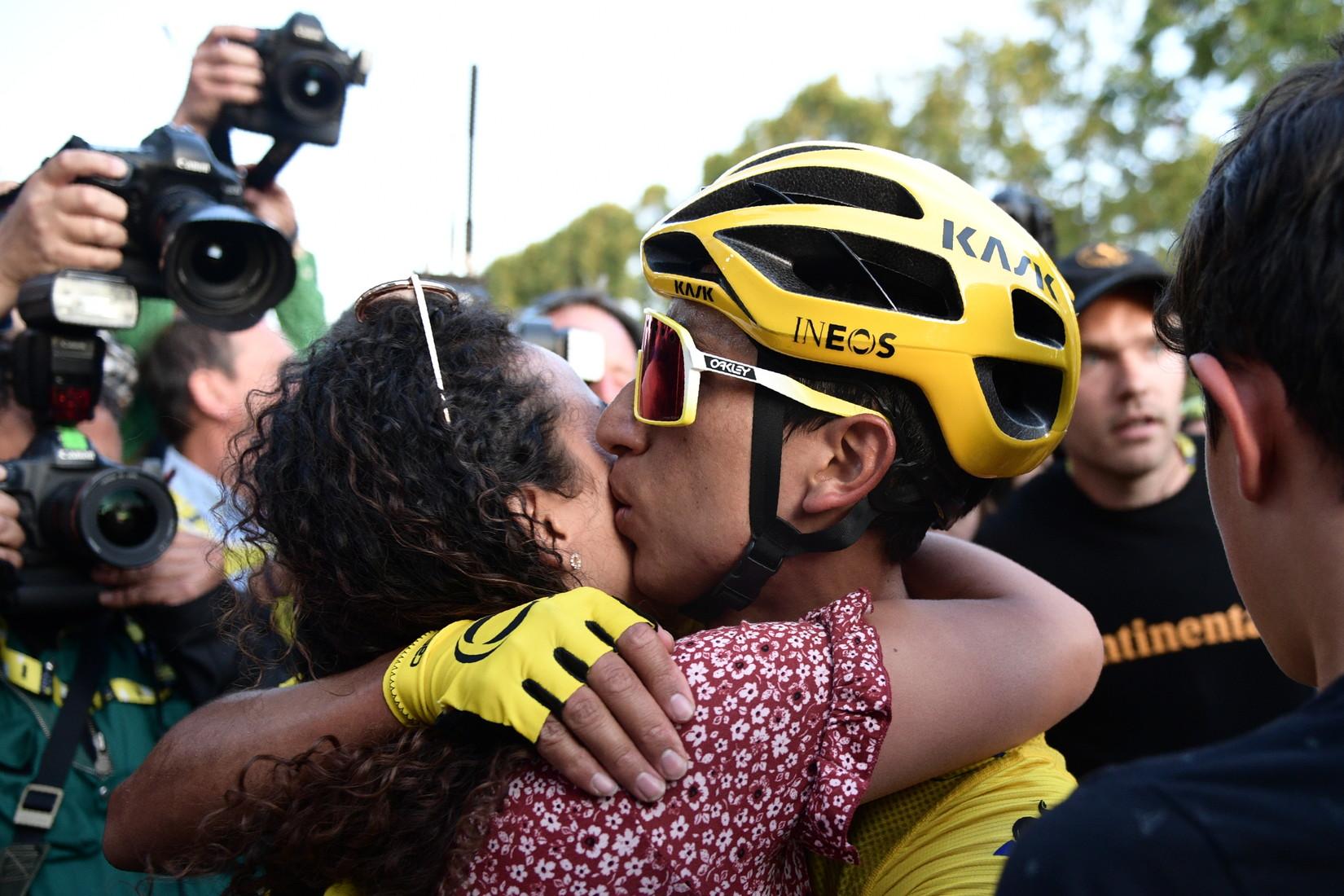 Il colombiano festeggia la vittoria del Tour de France 2019