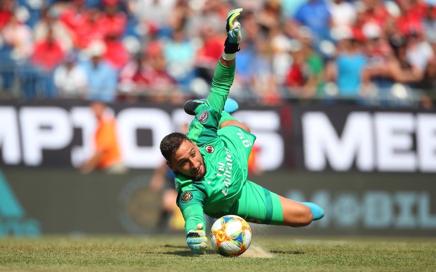 Nella seconda gara di ICC, il Milan perde 1-0 contro il Benfica. I rossoneri giocano bene, ma non riescono a trovare la via del gol anche per un pizzi...