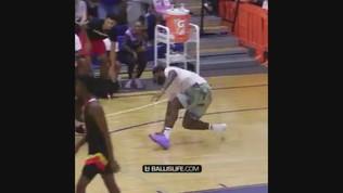 """LeBron James """"esagera"""": il figlio schiaccia a canestro e lui perde il controllo"""