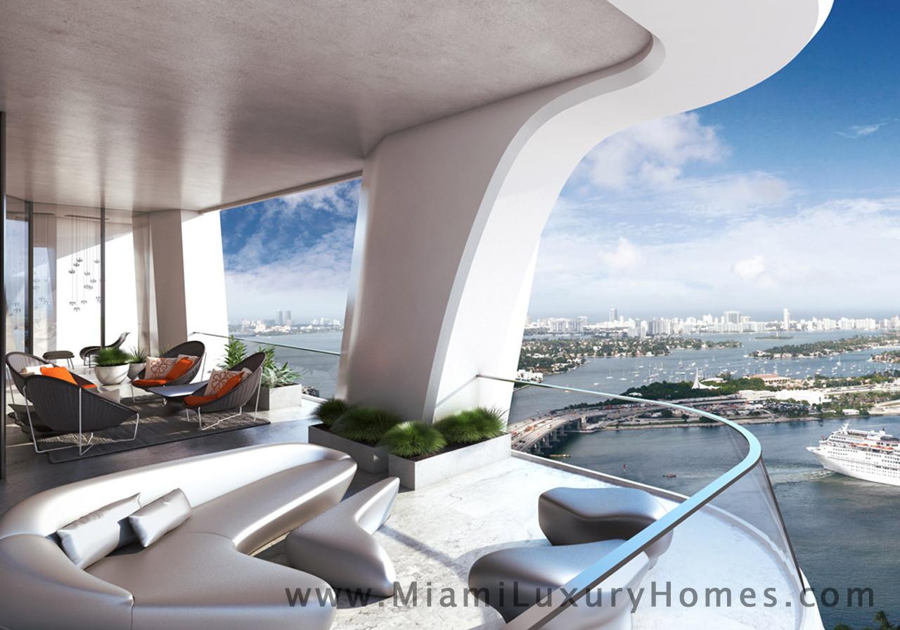 La famiglia  Beckham  sta comprando casa a Miami. L'ex centrocampista dello United, proprietario dell' Inter Miami , club di calcio pronto...