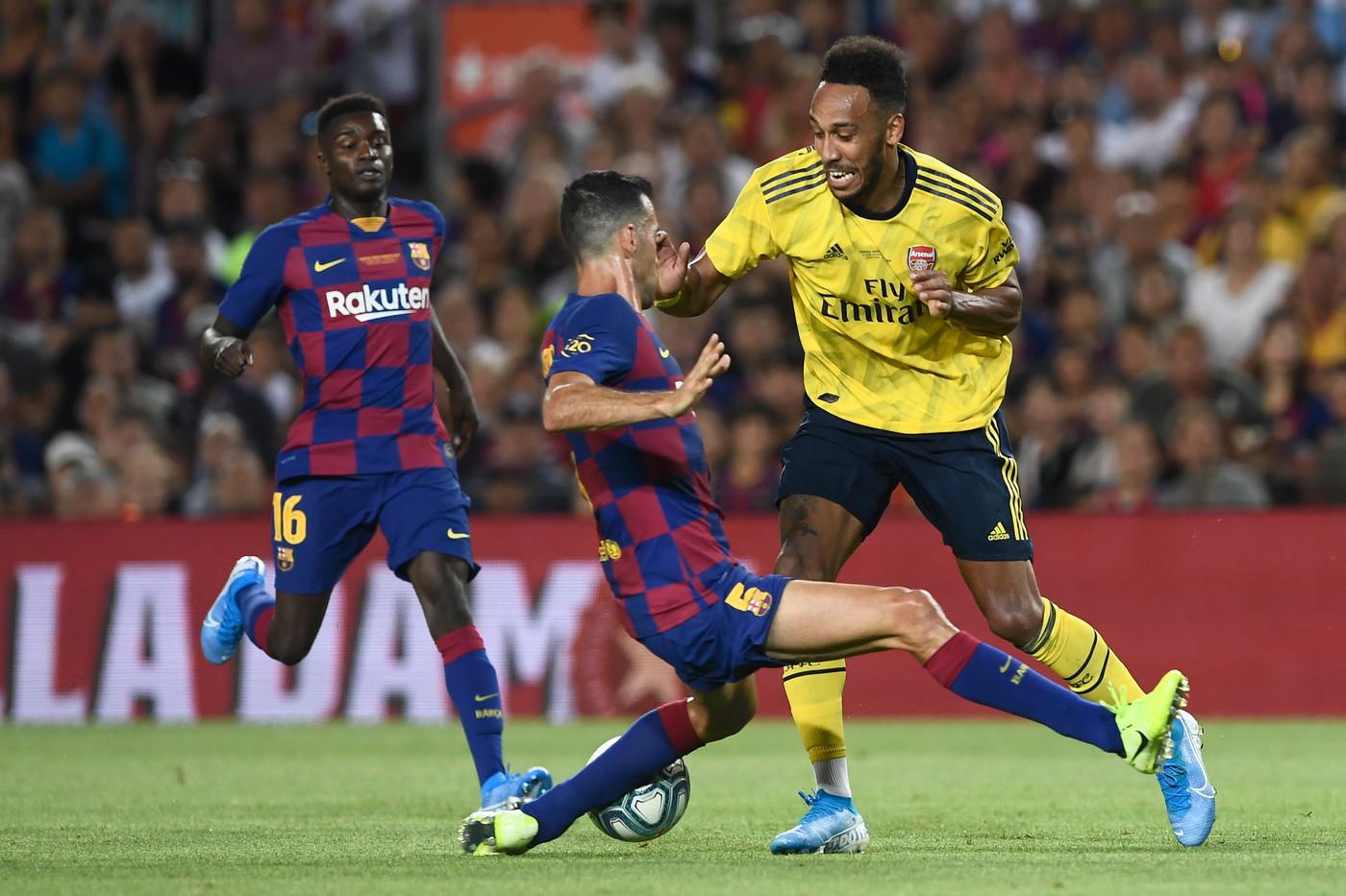 Il Barcellona conquista il Trofeo Gamper. Al Camp Nou, nel giorno della presentazione della squadra per la nuova stagione, i blaugrana battono 2-1 l&#...