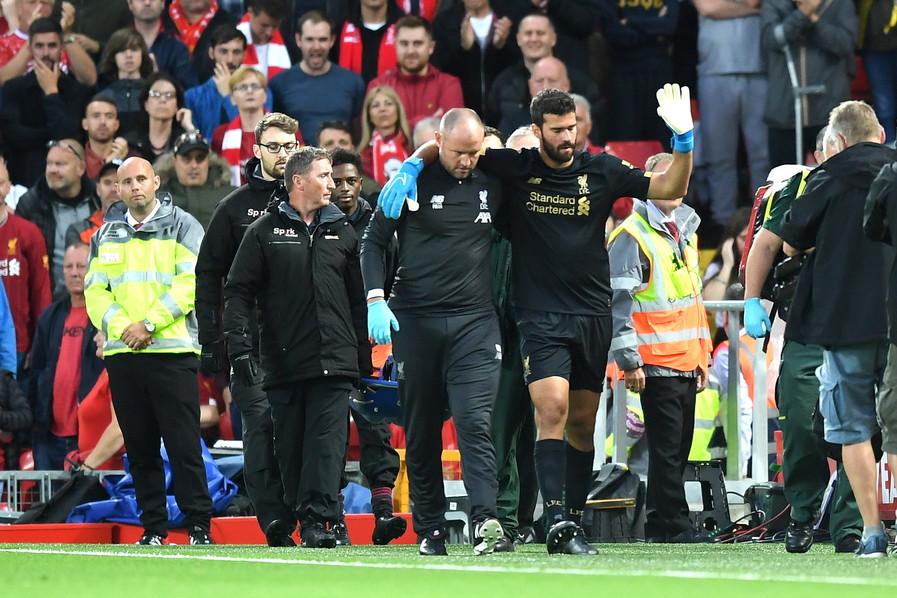 Liverpool in ansia per Alisson Becker: l'ex portiere della Roma si è accasciato a terra sul finale del primo tempo, con i Reds già a...