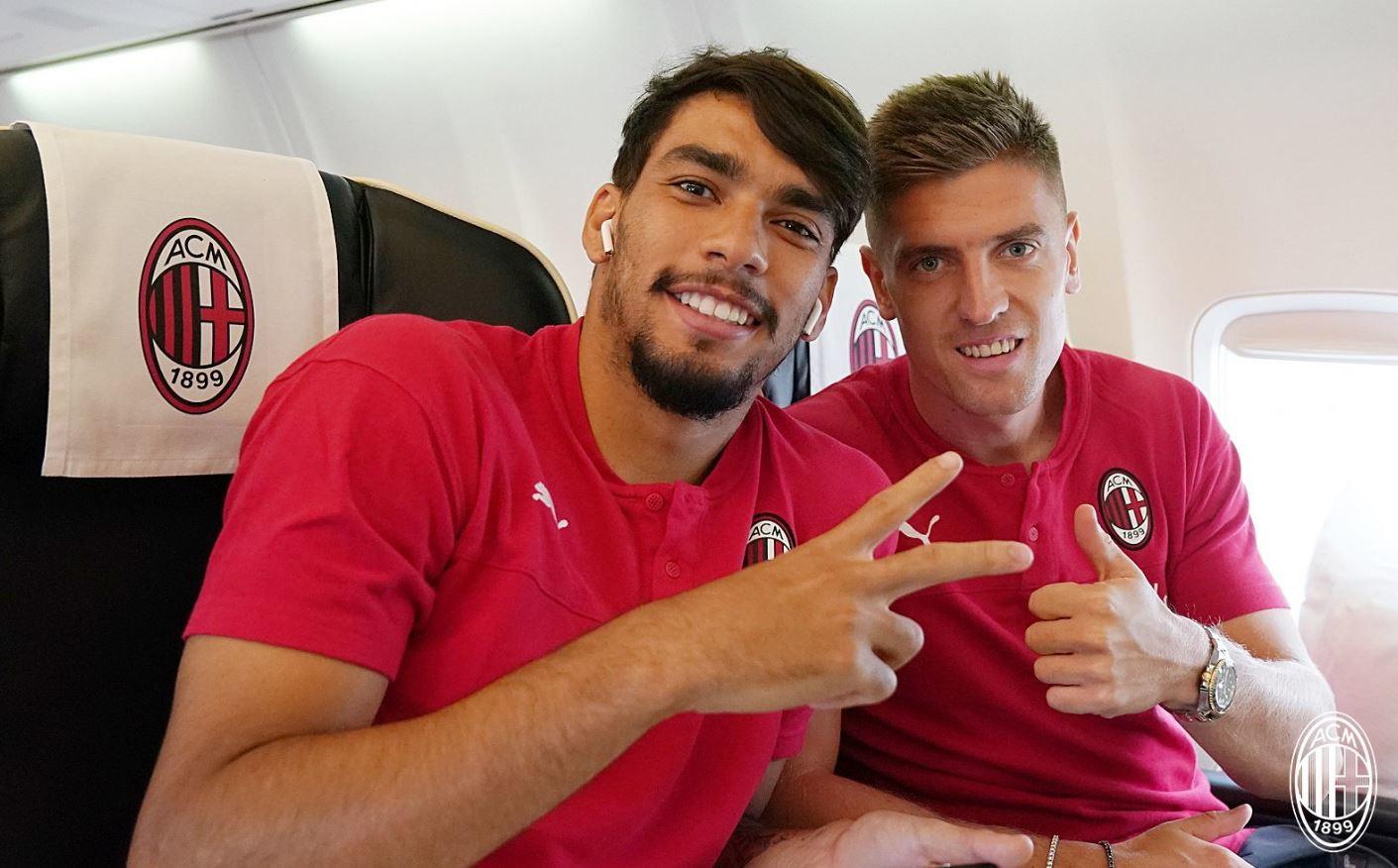 Il Milan è atterrato in Kosovo per disputare l'amichevole con il Feronikeli a Pristina. Molti tifosi rossoneri hanno accolto con grande ent...