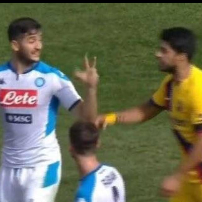 "Napoli-Barcellona, Manolas litiga con Suarez: ""Vai a casa"". E poi lo ""sfotte"""