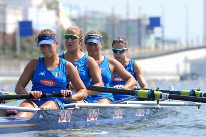 Il quattro con femminile medaglia d'oro
