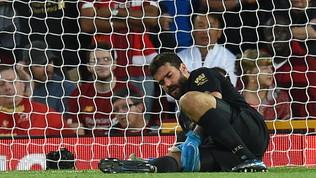 Liverpool, Alisson rischia due mesi di stop per uno strappo al polpaccio