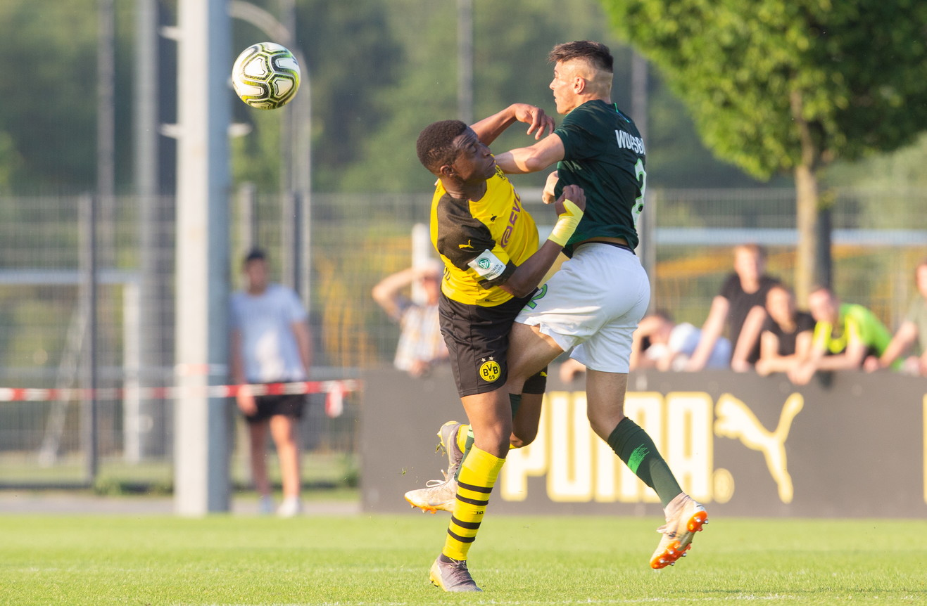 Youssoufa Moukoko continua a bruciare le tappe: l'attaccante14enne, all'esordio con l'Under 19 dopo aver segnato 90 gol nelle ultime...
