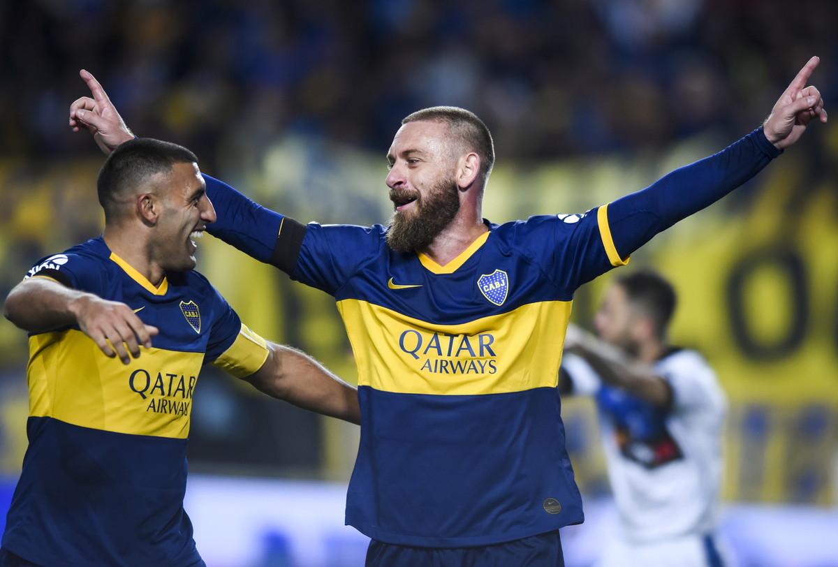 Daniele De Rossi ha trovato il gol al debutto con la maglia del Boca Juniors (colpo di testa vincente su corner) ma gli Xeneizes sono stati raggiunti ...