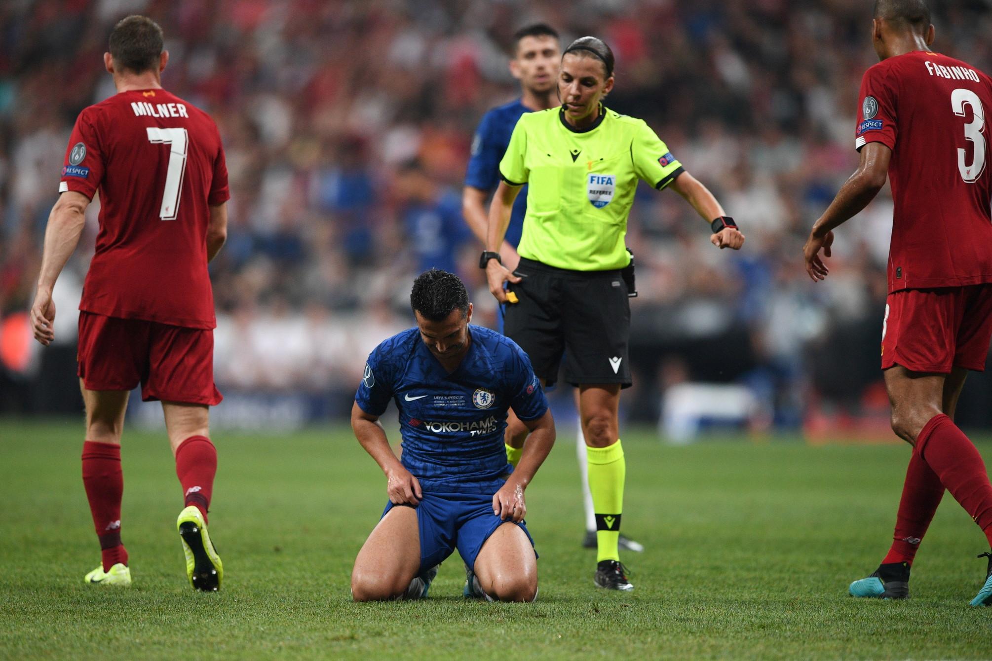 Stephanie Frappartè stata il primo arbitro donna a dirigere una finale europea di calcio maschile. A Istanbul è stata anche la sua...