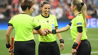 Supercoppa europea, la notte dell'arbitro Stephanie Frappart