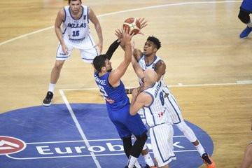 Troppo Giannis Antetokounmpo e troppa Grecia per questa Italia. Nell'esordio del Torneo dell'Acropoli la Nazionale di Sacchetti cade 83-63...