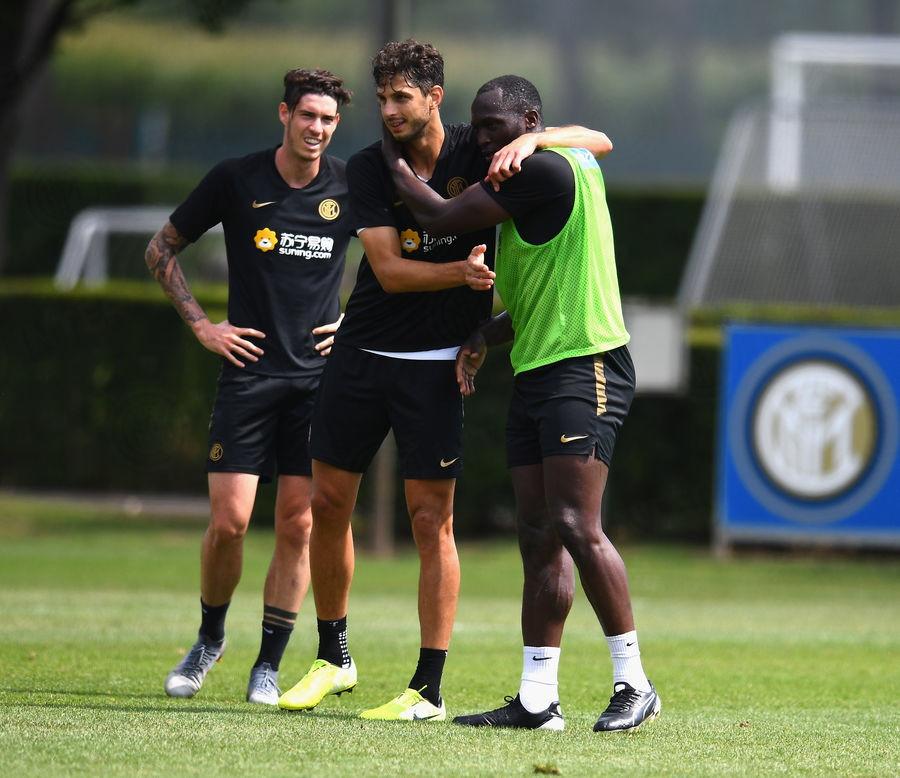 Squadraal lavoro alla Pinetina: Zanetti, Oriali e Ausilioal fianco di Conte