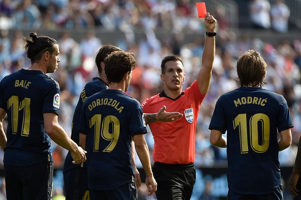 Prima espulsione in carriera nella Liga per Luka Modric: il croato affonda i tacchetti su Denis Suarez al 54' della sfida contro il Celta Vigo, l&...